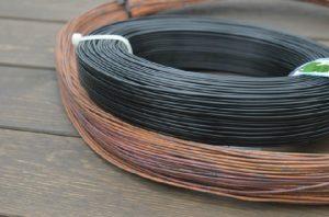 盆栽の枝細工に銅線とアルミ線